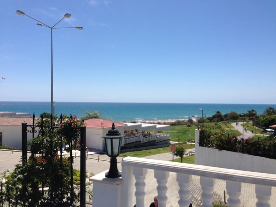Alba Queen Hotel: View at breakfast
