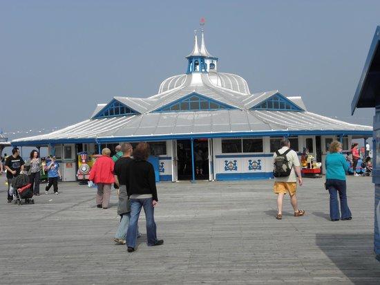 Llandudno Pier : pavillon on pier
