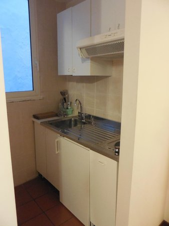 Residenza Leonina: small kitchen on the suite room
