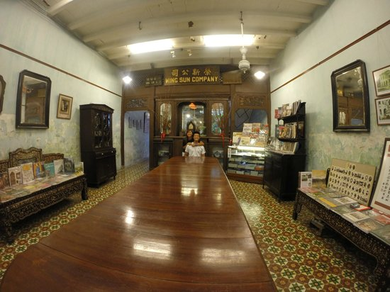 Sun Yat Sen Museum : the table and most of the other artifacts have been well persevered as historical artifacts