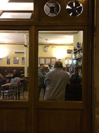 Bar Roure : Vista desde la calle