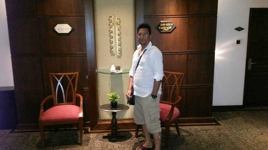 The Athenee Hotel, a Luxury Collection Hotel: My Room Lobby On 21st Flr