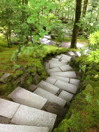 Portland Japanese Garden: ...i recommend you join with the tour guide group, makes the walk more interesting