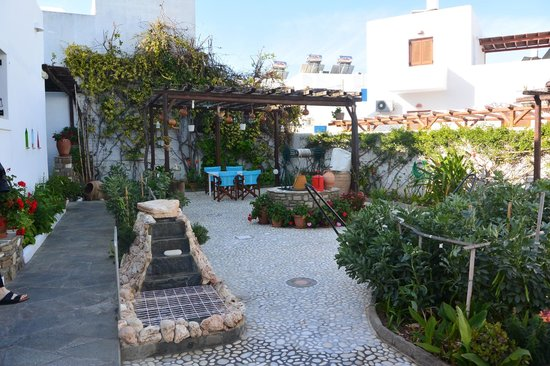 Beautiful courtyard of Eleni Rooms!