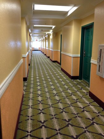 Quality Inn & Suites Beachfront : Level 3 hallway