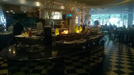 Plaza Athenee Bangkok, A Royal Meridien Hotel: The Rain Tree Cafe Buffet Breakfast