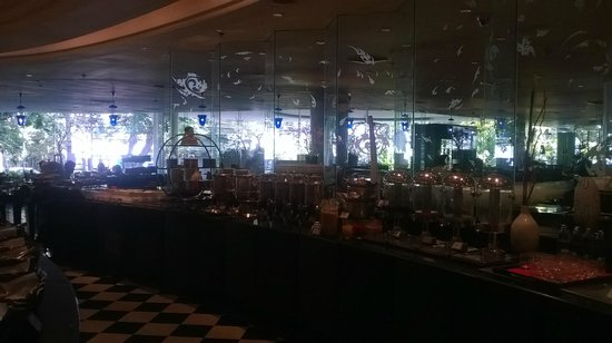 The Athenee Hotel, a Luxury Collection Hotel: Buffet Spread At Rain Tree Cafe