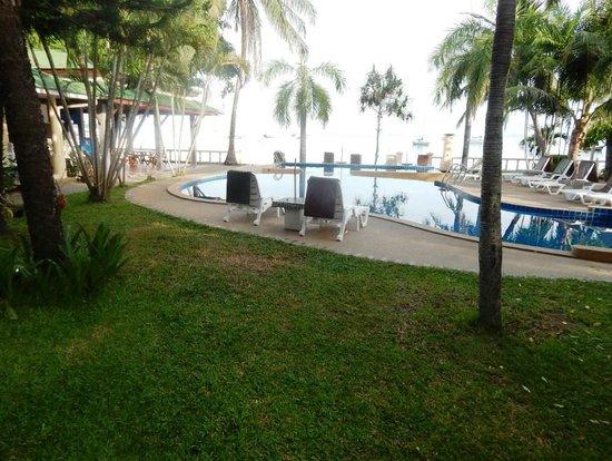 Samui Mermaid Resort : Beachfront pool
