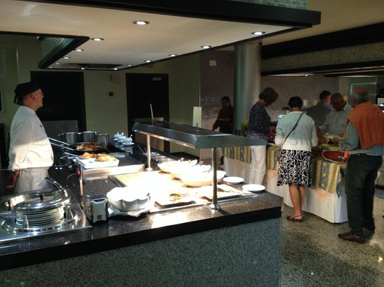 Hotel Riu Nautilus: warm buffet en specialiteitentafel
