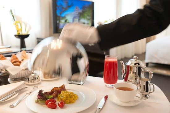 Sofitel Legend Peoples Grand Hotel Xian : Breakfast served in the room, picture by Bill Lorenz