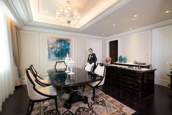 Sofitel Legend Peoples Grand Hotel Xian : A view of the dining area in the presidential suite