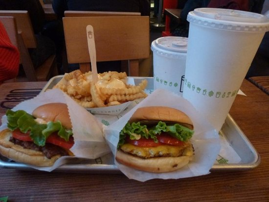 Shake Shack Theater District: Burgers, frites au fromage et coca