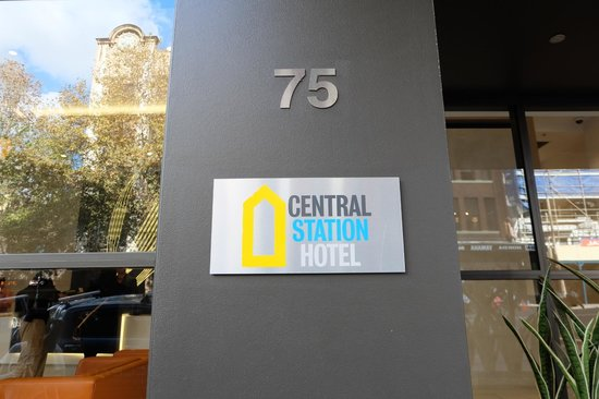 Central Station Hotel: The entrance