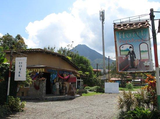 Hotel Vagabondo: view of volcano from hotel
