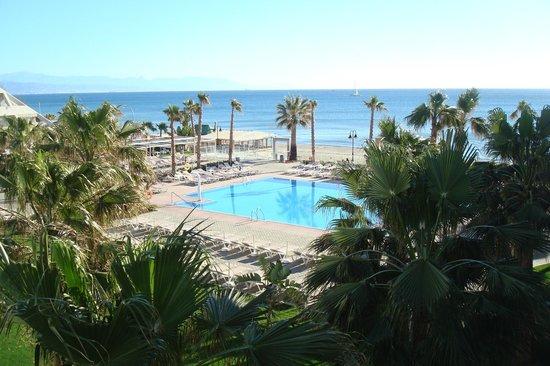 Hotel Riu Nautilus: kamer uitzicht op zwembad + zee (geen zon)