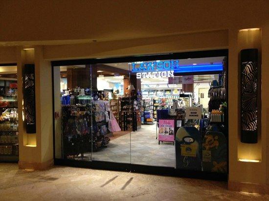 "Sheraton Waikiki: Convenience store ""LAWSON"""