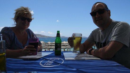 H Epistrophi : Lunch Ovelooking Agios Stephanos Beach