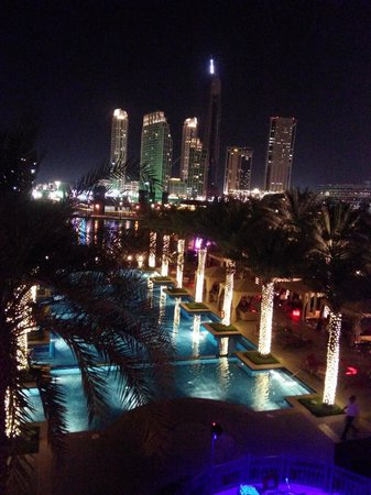 Palace Downtown : Pool by night