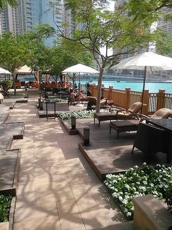 Palace Downtown : Chill by the water