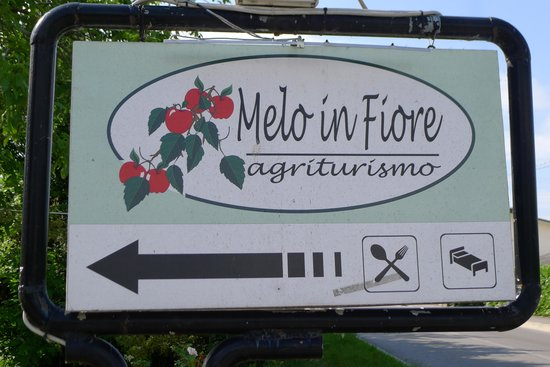 Melo in Fiore: Entrance Sign