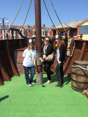 Smugglers Cove Adventure Golf: Pirates from Italy!
