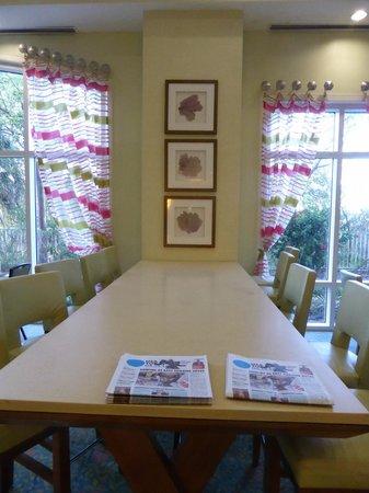 Residence Inn Fort Myers Sanibel : breakfast area