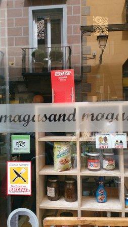 Magasand: Fachada del local