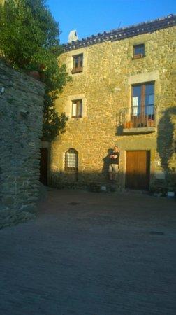 Arcs De Monells: The Author in Monells Old Square