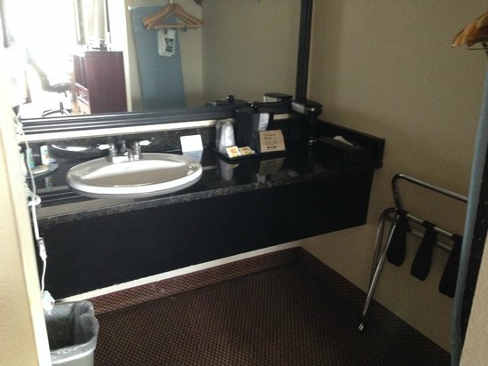 Quality Inn & Suites : Updated vanity.