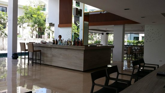 The Charm Resort Phuket: A bar at the lobby