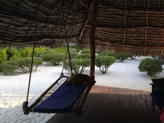 Hakuna Majiwe Beach Lodge: il patio con l'amaca personale