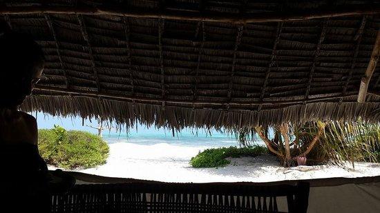 Hakuna Majiwe Beach Lodge: veduta dalla sala relax
