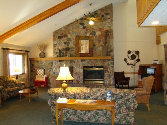 Boarders Inn & Suites Faribault, MN: Lobby Area
