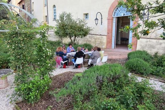 Paciano, Italie : laboratorio di ricamo