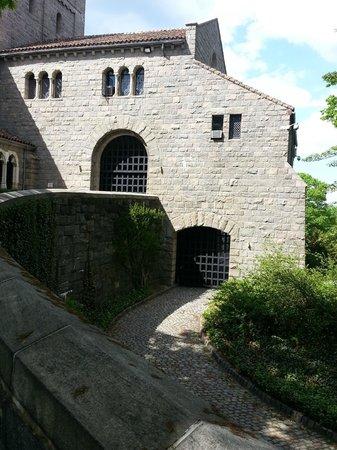 The Met Cloisters: Drawbridges