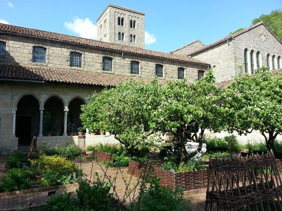 The Met Cloisters: Monastic Garden