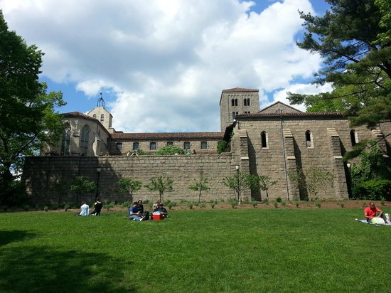 The Met Cloisters: Picnic area