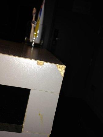 AC Hotel Sants: Desperfectos en el mobiliario