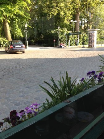 L'Estaminet : View of Astrid Park across the street