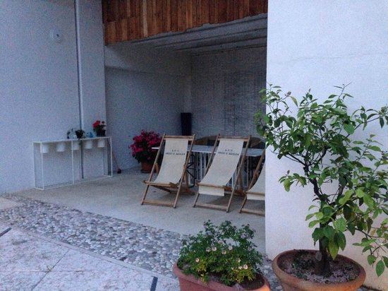 Caspineda: Angolo relax in cortile