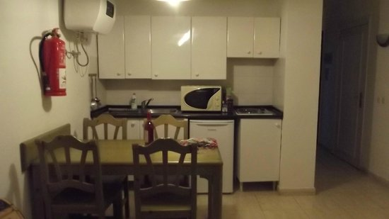 Hotel Club Siroco: Kitchen in standard apartment