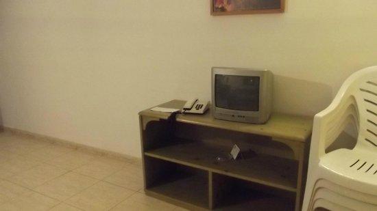 Hotel Club Siroco: TV in standard apartment
