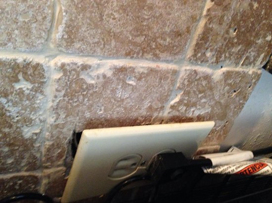 The Enclave Hotel & Suites : Plug hanging off