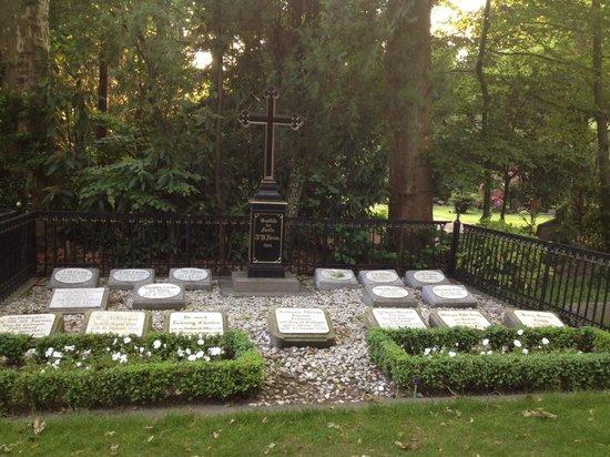 Melaten-Friedhof: Typical family grave