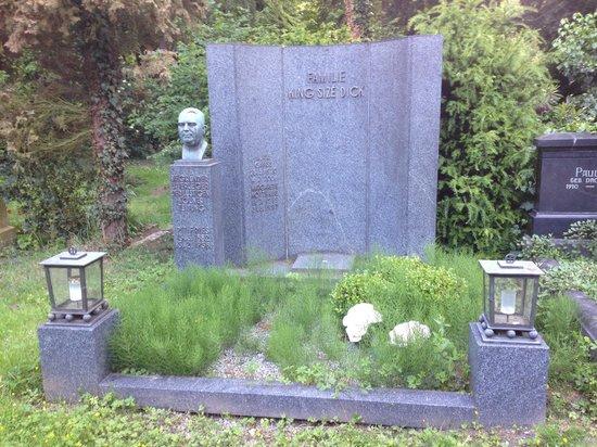 Melaten-Friedhof: Familie King Size Dick