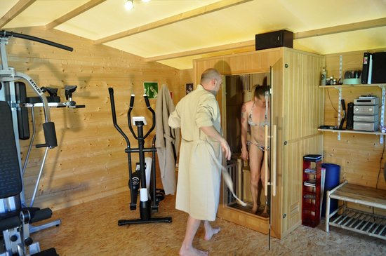 l 39 espace sauna et fitness picture of la maison lutz bondigoux tripadvisor. Black Bedroom Furniture Sets. Home Design Ideas