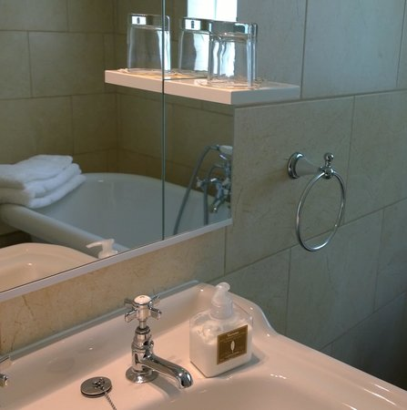 Holm Oaks Guest House: bathroom