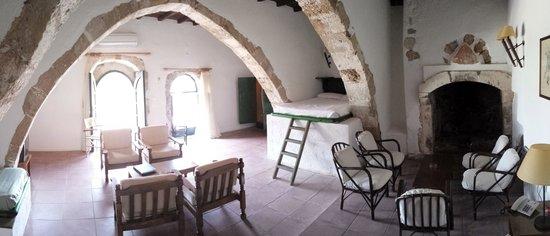 Κoutouloufari Village Holiday Club : Living and secondary sleeping areas
