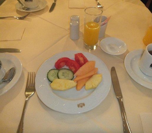 Palais Hotel Erzherzog Johann: breakfast