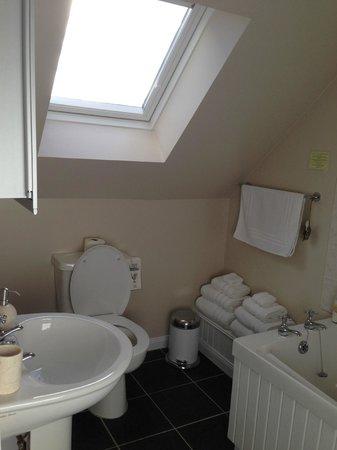 Cruinn Bheinn: Bathroom